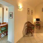 Casa Vacanze Fusina (Dogliani) – Trilocale Castello: soggiorno e cucina